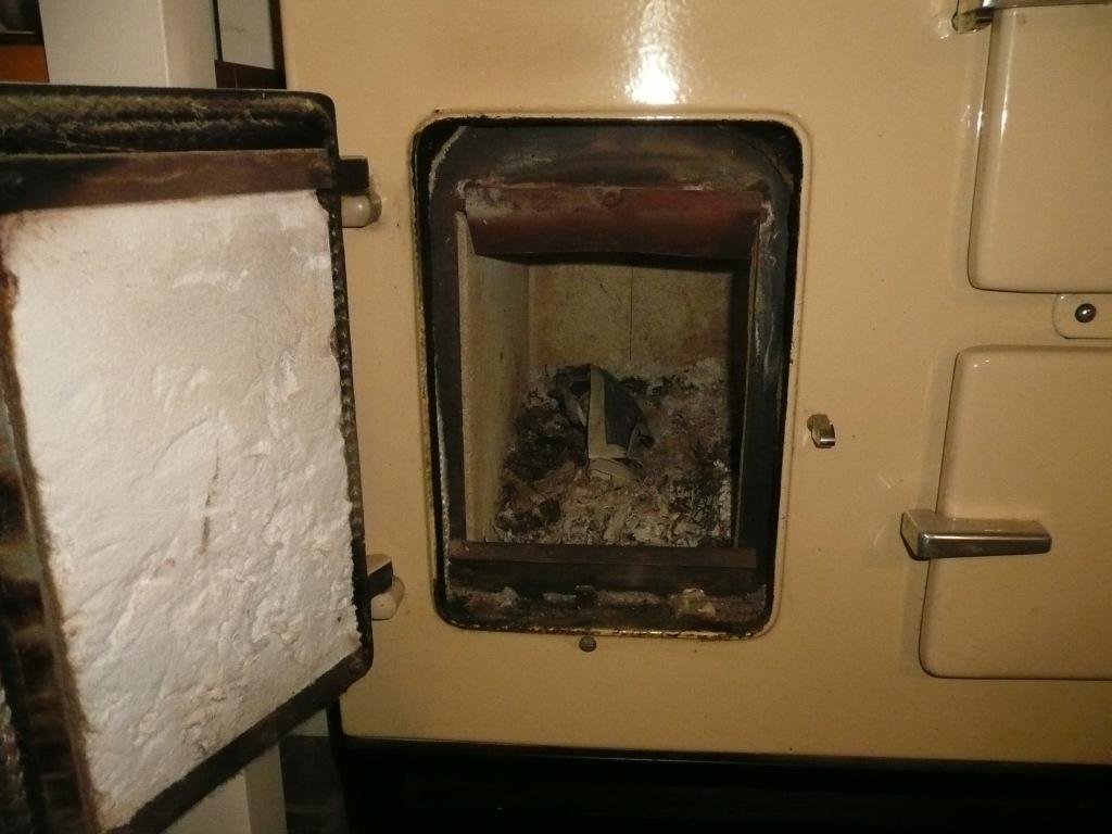 Esse stove wood firebox www.thinkingcowgirl.wordpress.com