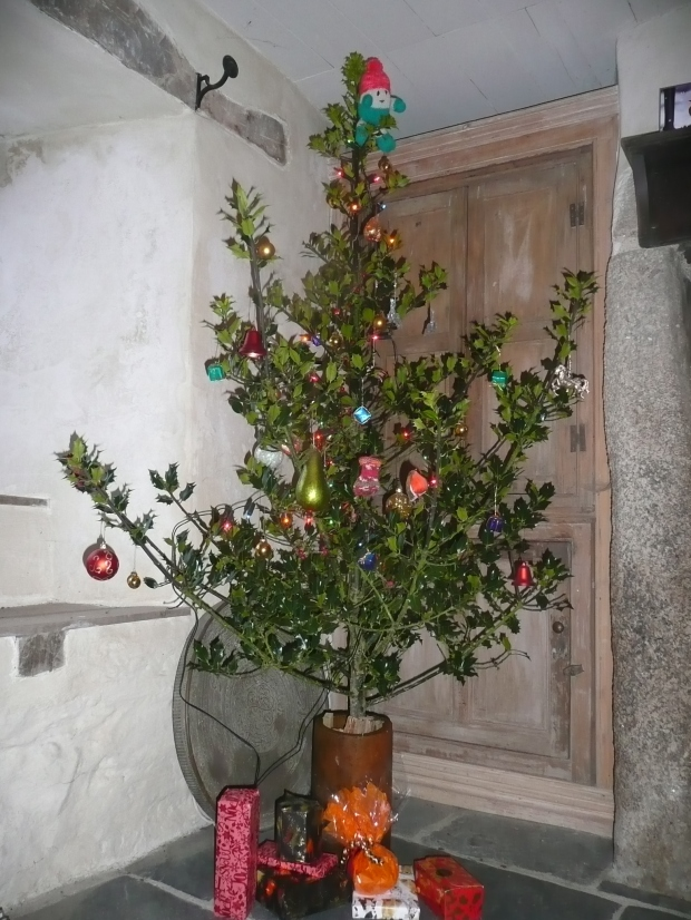 Festive Holly Tree  www.thinkingcowgirl.wordpress.com